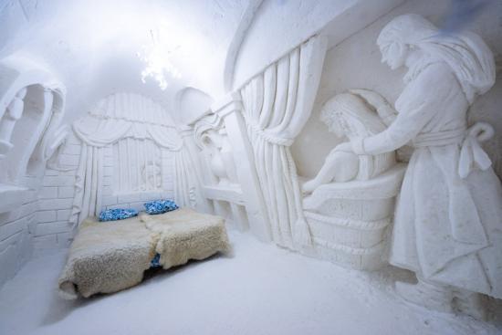 snowhotel-room.jpg