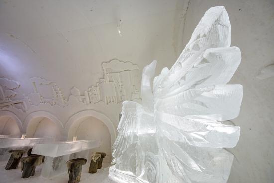icesculpture_swan.jpg