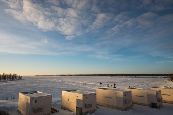 jaakaruselli-tulee-pyorimaan-lumilinnan-edustalle-meren-jaalle.jpg
