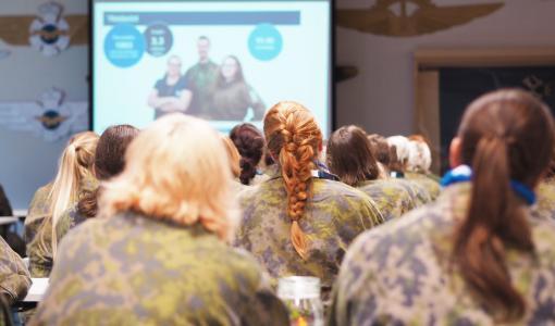 Hundratals kvinnor tränar under veckoslutet förberedning inför säkerhetshot