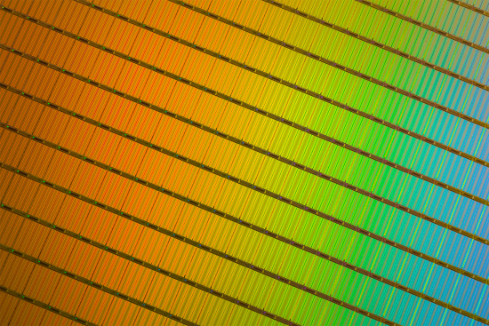 3d-nand-wafer-close-up-id-95235.jpg