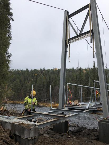 urho-kekkosen-kansallispuisto-kolsankosken-silta-viimeistelyvaiheessa-1-kuva-pirjo-seurujarvi-metsahallitus.jpg
