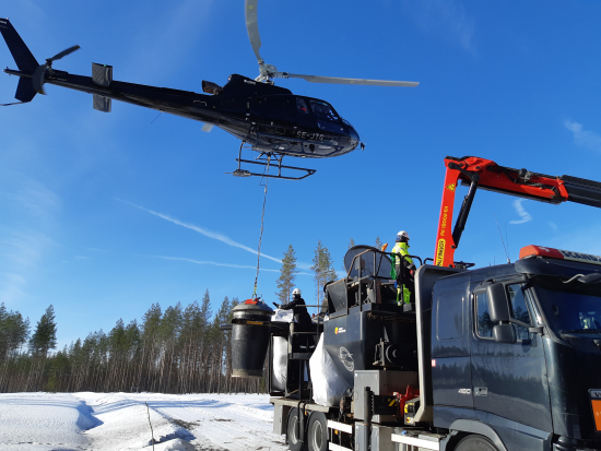 helikopterin-tankkaus-tuhkalla.jpg