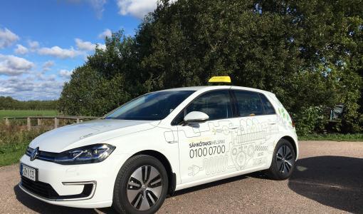 Taksi Helsinki tuo liikenteeseen täysin sähköllä toimivia takseja