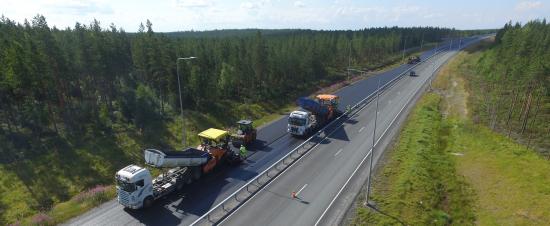 asfaltointi_routakalliosta_pohjoiseen_ka-cc-88s.jpg