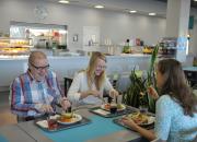 Syömään! Arkean ravintoloissa syödään yhdessä, kun Suomi täyttää sata vuotta