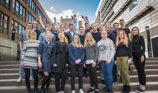 Ammattitaitomaajoukkue treenaa läpi kesän – tapaa joukkueen nuoria SuomiAreenassa