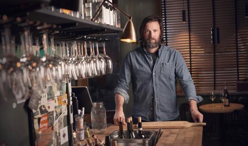 Viaplayn ensimmäinen kokkisarja Four Hands Menu vie katsojat ainutlaatuiselle makumatkalle