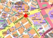 Hämeenkadun ja Kiinamyllynkadun risteyksen liikennevalot pimeänä 9.7.2018