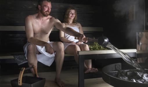 Saunan huollolla ja tekniikalla turvallisuutta juhannussaunaan – Harvian asiantuntija kertoo vinkit turvalliseen saunomiseen