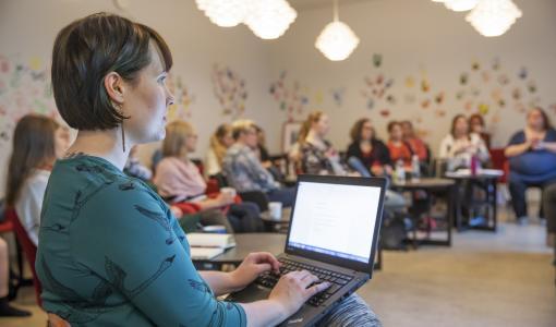 SEKS2018-koulutus juhlii 10-vuotistaivaltaan seksologian asiantuntijoiden johdolla