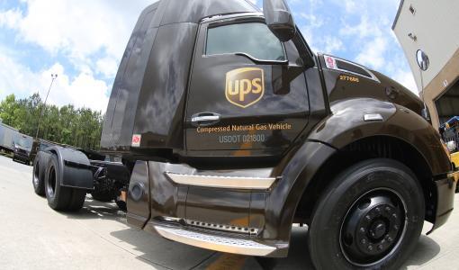 UPS HANKKII YLI 700 MAAKAASULLA TOIMIVAA AJONEUVOA