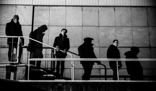 Valokuvat rakentamassa bändien kokonaiskuvaa – Juha Kurrin valokuvanäyttely Café Vimmaan