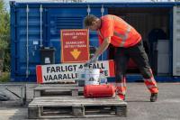 vaarallista-jatetta-vastaanotetaan-kotitalouksilta-maksutta-50-kgln-saakka-kaikilla-lajitteluasemilla.-vaarallista-jatetta-ovat-mm.-maalit-lakat-liimat-liuottimet-oljyt-oljyiset-jatteet-ja-autojen-nesteet.-kuva-lsjh.jpg