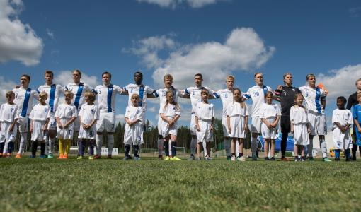 Telia mukana U19-jalkapalloturnauksessa kannustamassa ja turvaamassa yhteydet