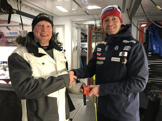 marko_hoynala_ja_knut_nystad_handshake_with_skiiot_2.jpg