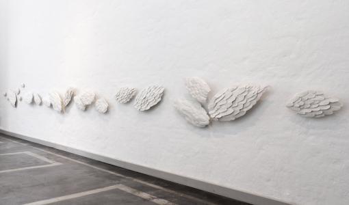 Taiteilija Anu Pentik lahjoitti teoksen uuteen lastensairaalaan