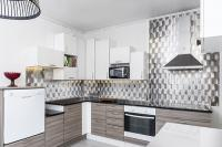 metallinhohtoinen-brushed-wall-heijastaa-valoa-upeasti-ja-kontrasteja-korostaen.jpg