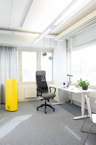 ilmanpuhdistin-kaytossa-toimistossa.jpg