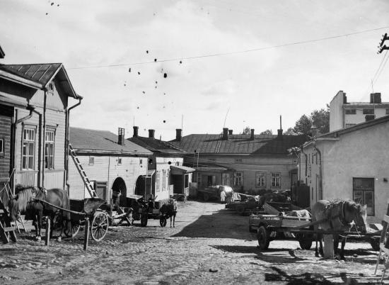 lappeenranta-kauppakatu-yhtyman-talon-sisapihaa-1949-kuvaaja-eino-makinen-002.jpg