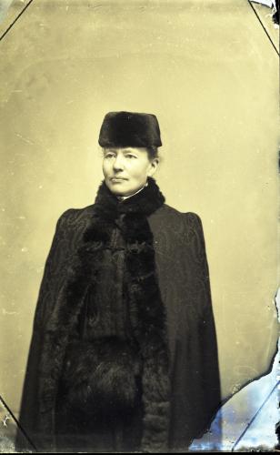 2.-valokuvaaja-oscaria-saren-omakuva-1890-luku.jpg
