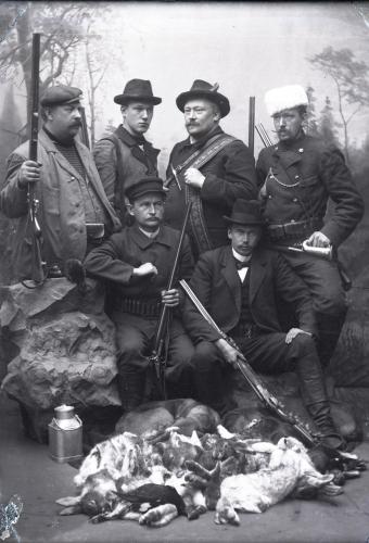 6.-metsastysseurue-valok.-oscaria-saren-1898.jpg