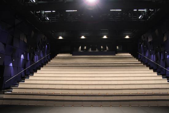 suuri-nayttamo-lappeenrannan-kaupunginteatteri_kuva-minna-kivisto.jpg