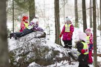 lappeenrannan-lappeen-paivakotikoulun-lapsia-talvileikeissa-vuonna-2014-_-kuva-mikko-nikkinen.jpg
