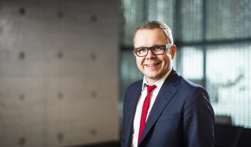 Yliopiston rehtori Juha-Matti Saksa Lappeenrannan Linnoituksen isännäksi