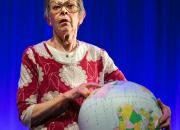 Loppuhalauskompleksi kertoo naisen tarinaa ja nostaa samalla esiin suomalaisten ominaispiirteitä