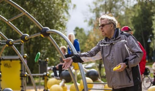 Seniorien liikunta-aamuissa pääsee liikkumaan, pitämään hauskaa ja kahvittelemaan – ensimmäinen liikunta-aamu perjantaina 20.10.2017