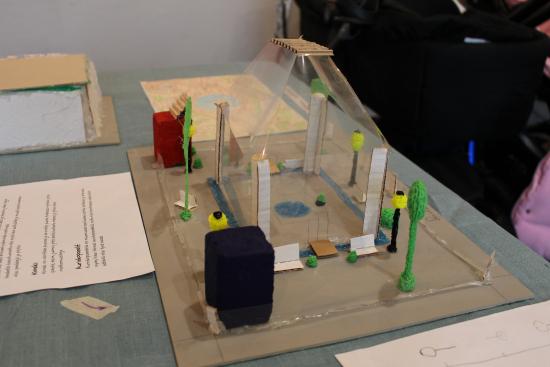 oppilaiden-suunnittelema-armadan-aurinkopuisto_kuvaaja-eeva-astala.jpg