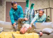 Suosikkinäytelmät Puhtaana käteen ja Villit vuodet palaavat kaupunginteatterin suurelle näyttämölle