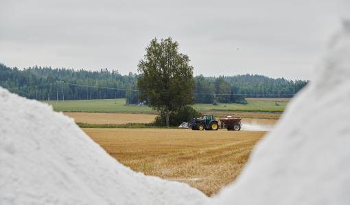 Kipsi puolitti käsiteltyjen peltojen fosforihuuhtouman Vantaanjoella – John Nurmisen Säätiön mukaan jatkorahoitus kriittistä