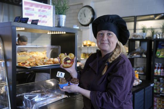 leipomo-taukoherkut-on-kehitellyt-useita-karhuaiheisia-tuotteita._kuva-antero-lehikoinen-ja-mari-voutilainen..jpg
