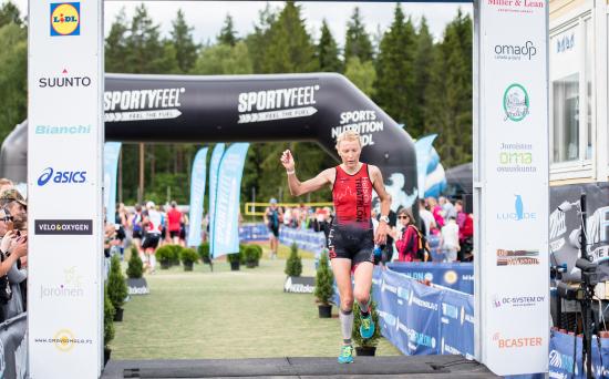 sportyfeel-finntriathlon-joroinen-2017-puolimatka-voittajat-maria-so-cc-88derstro-cc-88m.jpg