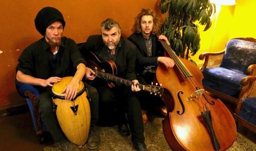 Kauko Röyhkä Trio uppträder på huvudbiblioteket 28.9