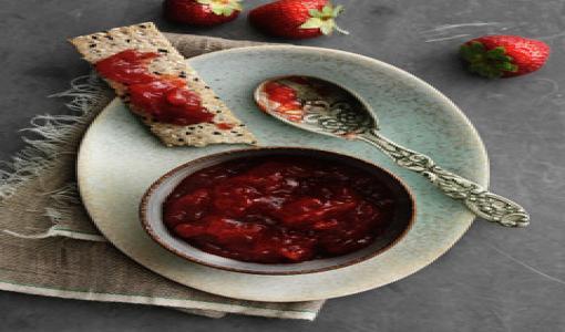 Suomalainen kello viiden tee kruunataan kesän itse tehdyillä hilloilla