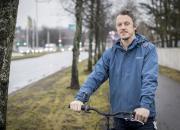 Vuoden kanttori Ismo Savimäki innostaa koululaisia laulamaan