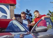 Autoklinikka hoitaa pienet kolhut – kesäaikaan jopa tavallista nopeammin