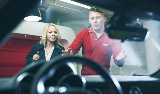 Autoklinikan koukkuoikaisuun erikoistuneet peltisepät vierailevat Oulussa, Savonlinnassa ja Lahdessa