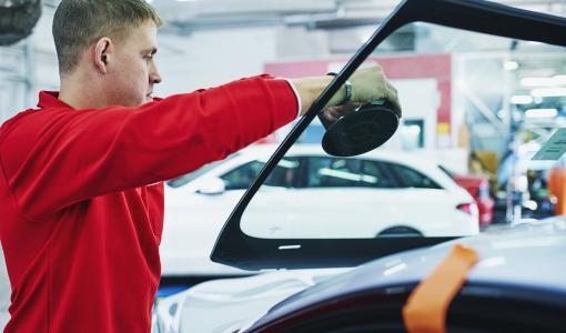 Joka neljännes suomalainen ajaa autolla, jonka tuulilasi on vaurioitunut
