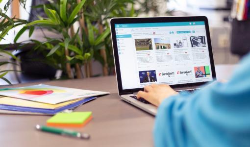 Koodiviidakko tuo markkinoille oppimiskykyistä tekoälyä hyödyntävän viestintäkokonaisuuden