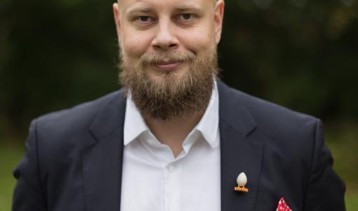 Farmasialiiton hallituksen uudeksi puheenjohtajaksi Antti Kataja
