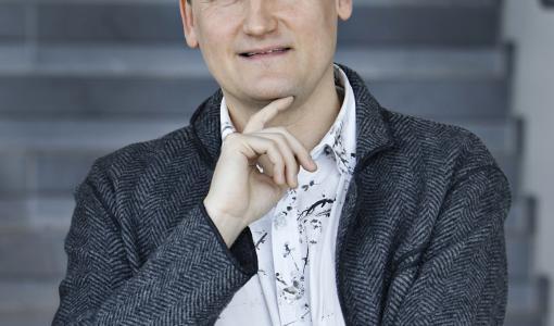 Kansainvälinen pianovirtuoosi, säveltäjä ja kapellimestari Olli Mustonen Vaasaan